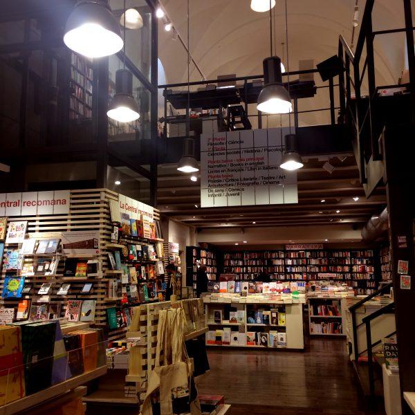 interior llibreria la central del raval